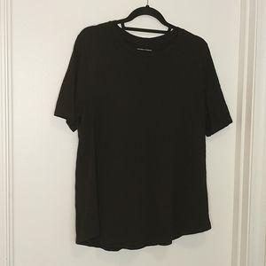 Universal standard black t-shirt